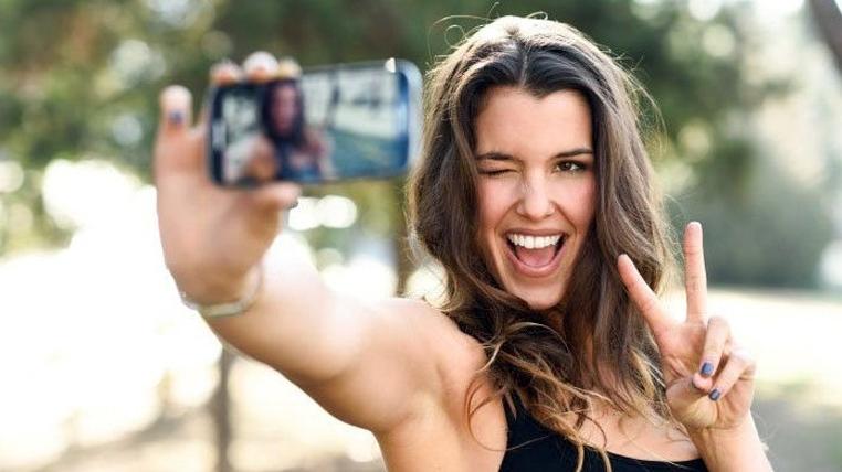¡Cuidado! Con solo un selfie, ¡te pueden robar la huella dactilar!